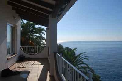 Maison de 3 étages avec de grandes terrasses au bord de la mer près de Lloret de Mar
